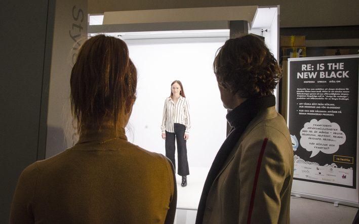 Emelie Abrahamsson från Cavaliere testar StyleShoots studion